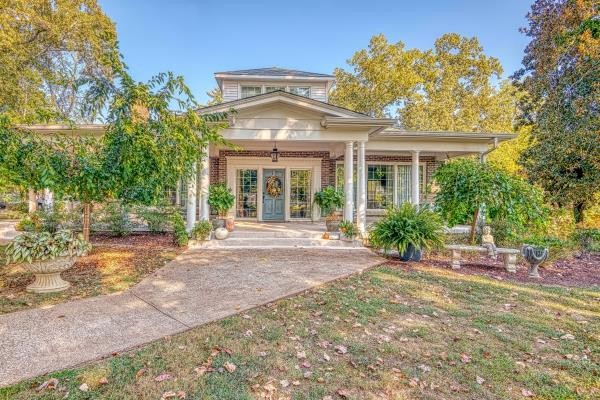201 Lafayette Ave S Property Photo - Lawrenceburg, TN real estate listing