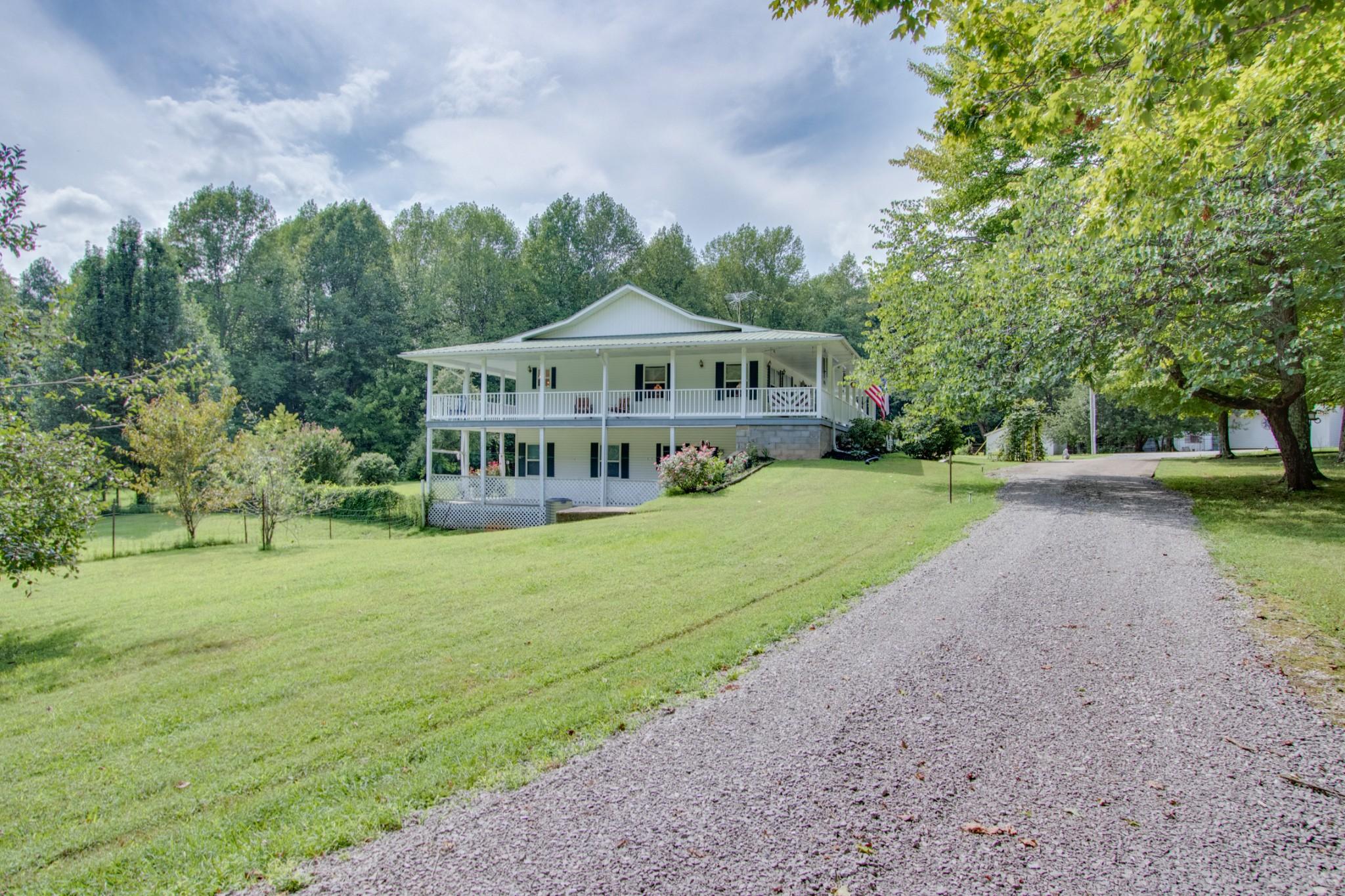481 Goad Ridge Ln Property Photo - Pleasant Shade, TN real estate listing