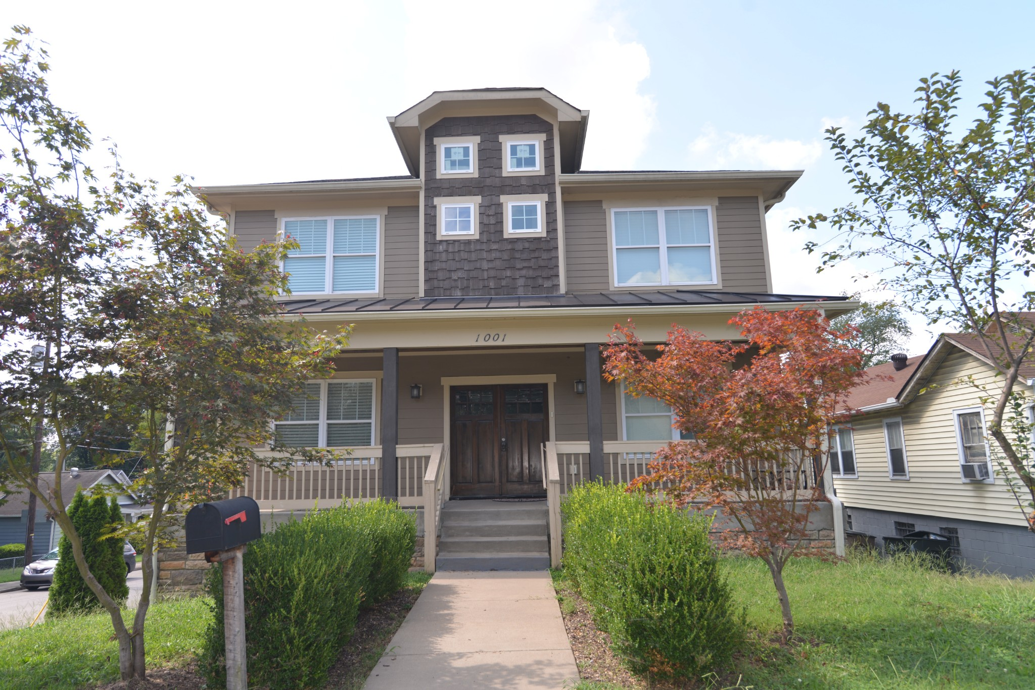 1001 Waverly Ave Property Photo
