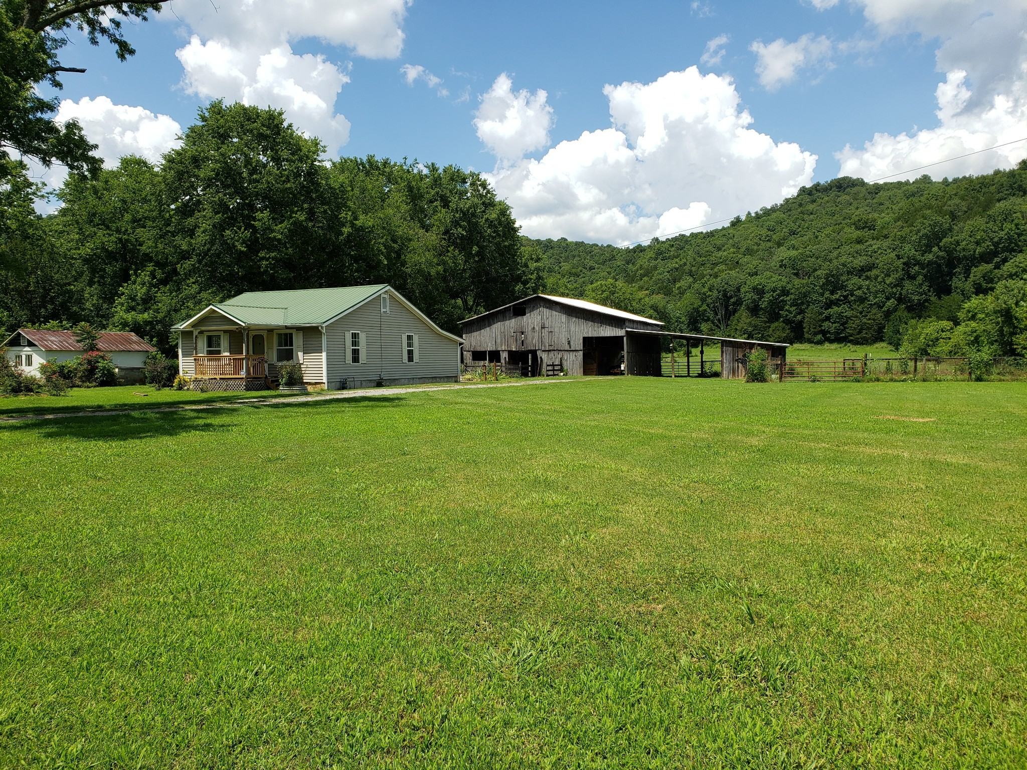 858 E Main St Property Photo - Dowelltown, TN real estate listing