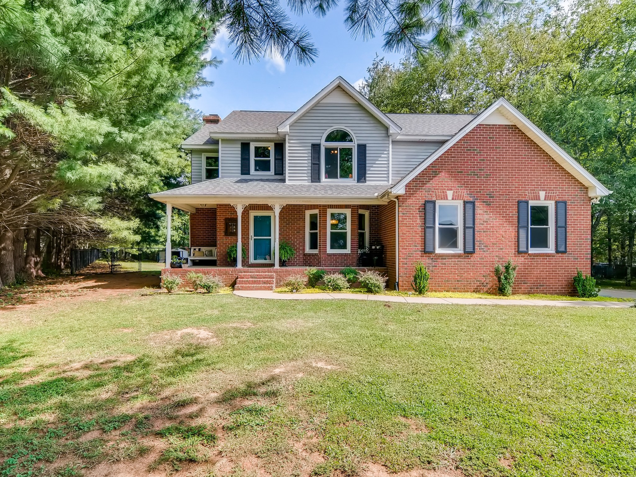 2021 Keenland Dr Property Photo
