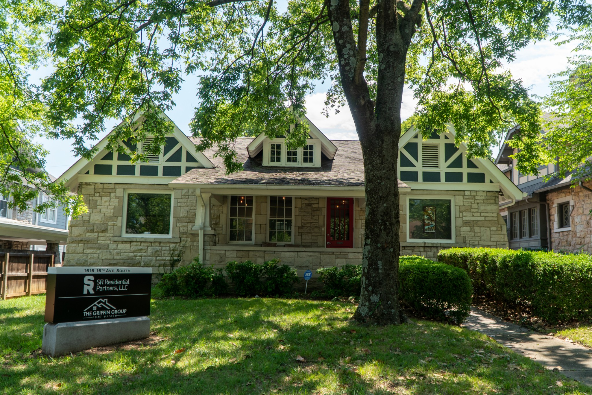 1616 16th Ave S Property Photo - Nashville, TN real estate listing