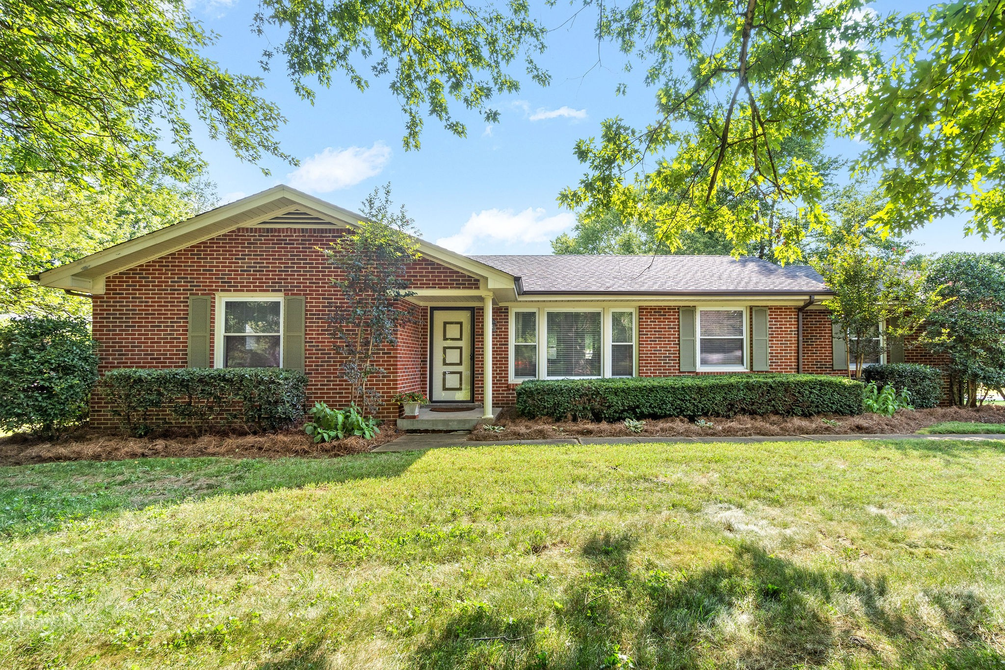 2114 Memorial Dr Property Photo - Clarksville, TN real estate listing