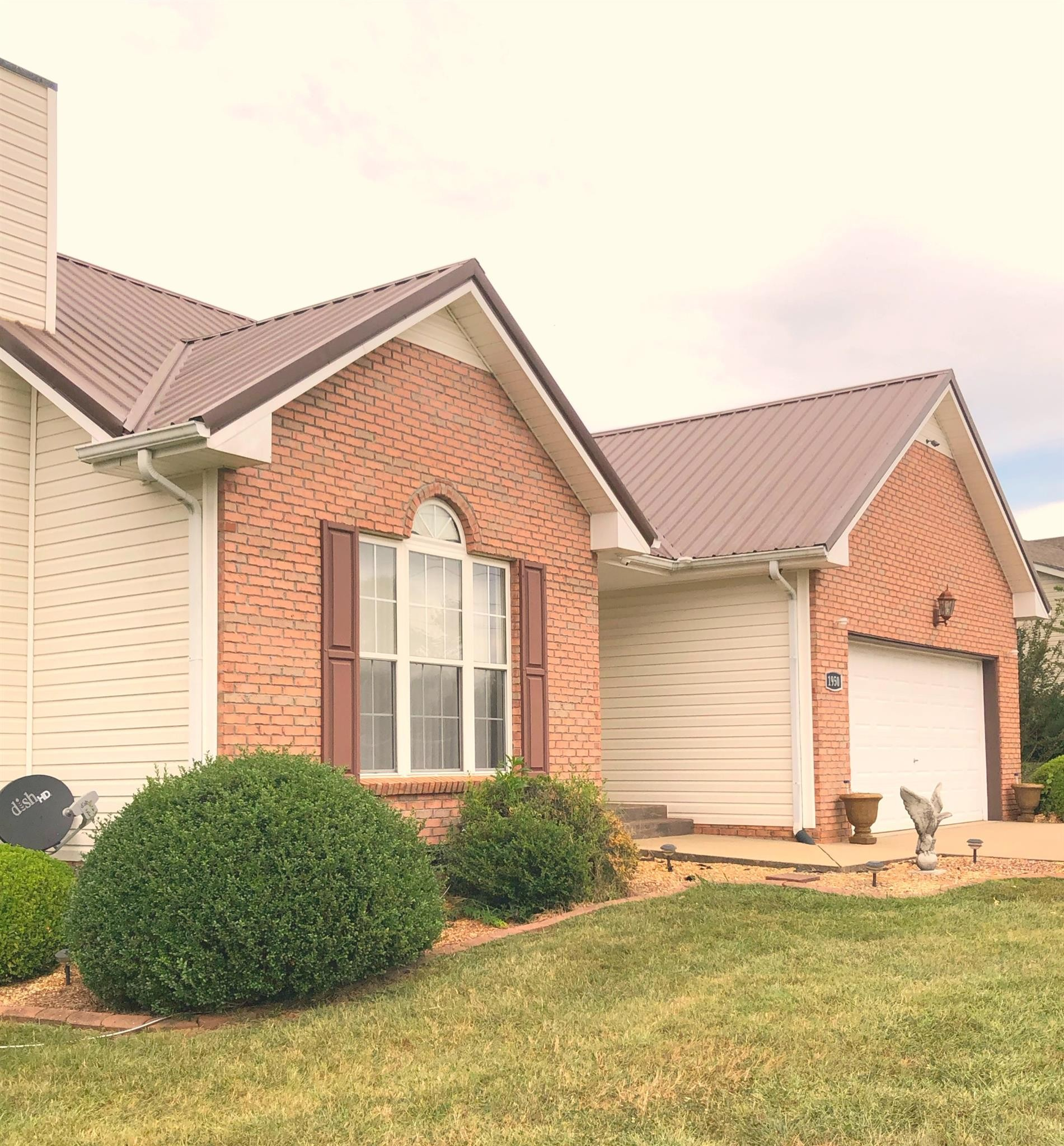 1950 Berkshire Dr Property Photo - Clarksville, TN real estate listing