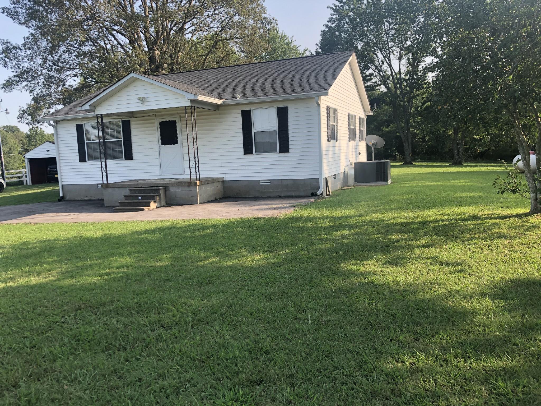 365 Hurricane Loop Property Photo - Tennessee Ridge, TN real estate listing