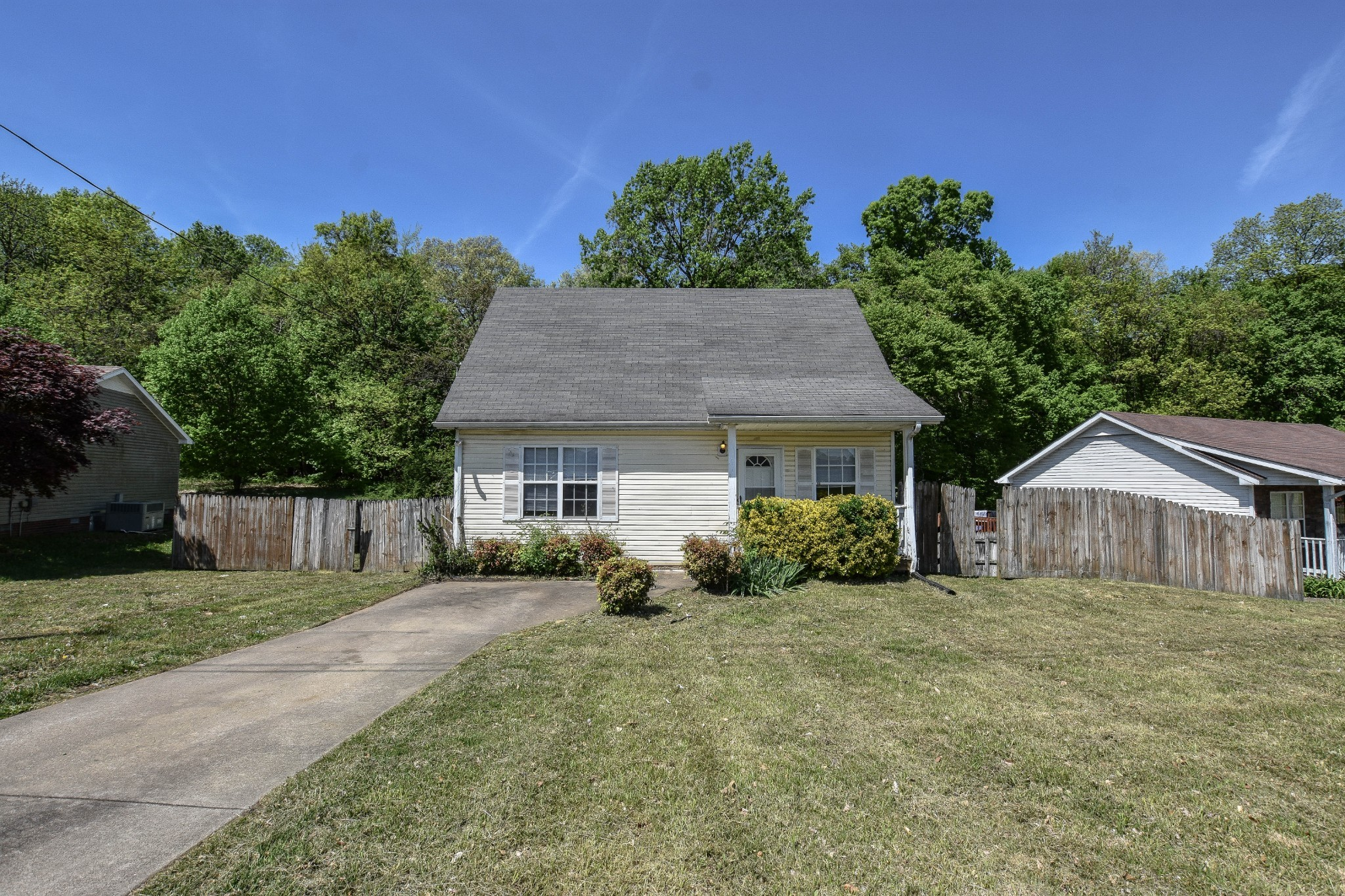 977 Applegrove Cir Property Photo - Clarksville, TN real estate listing