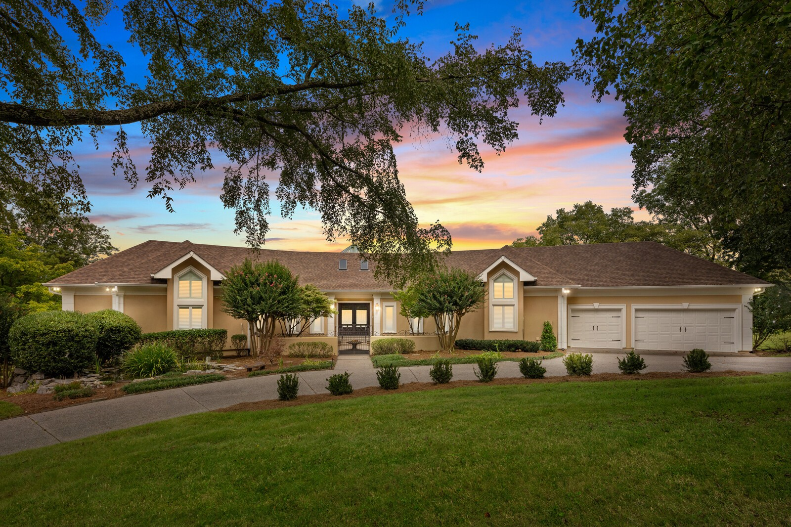 559 Lakeview Circle Property Photo