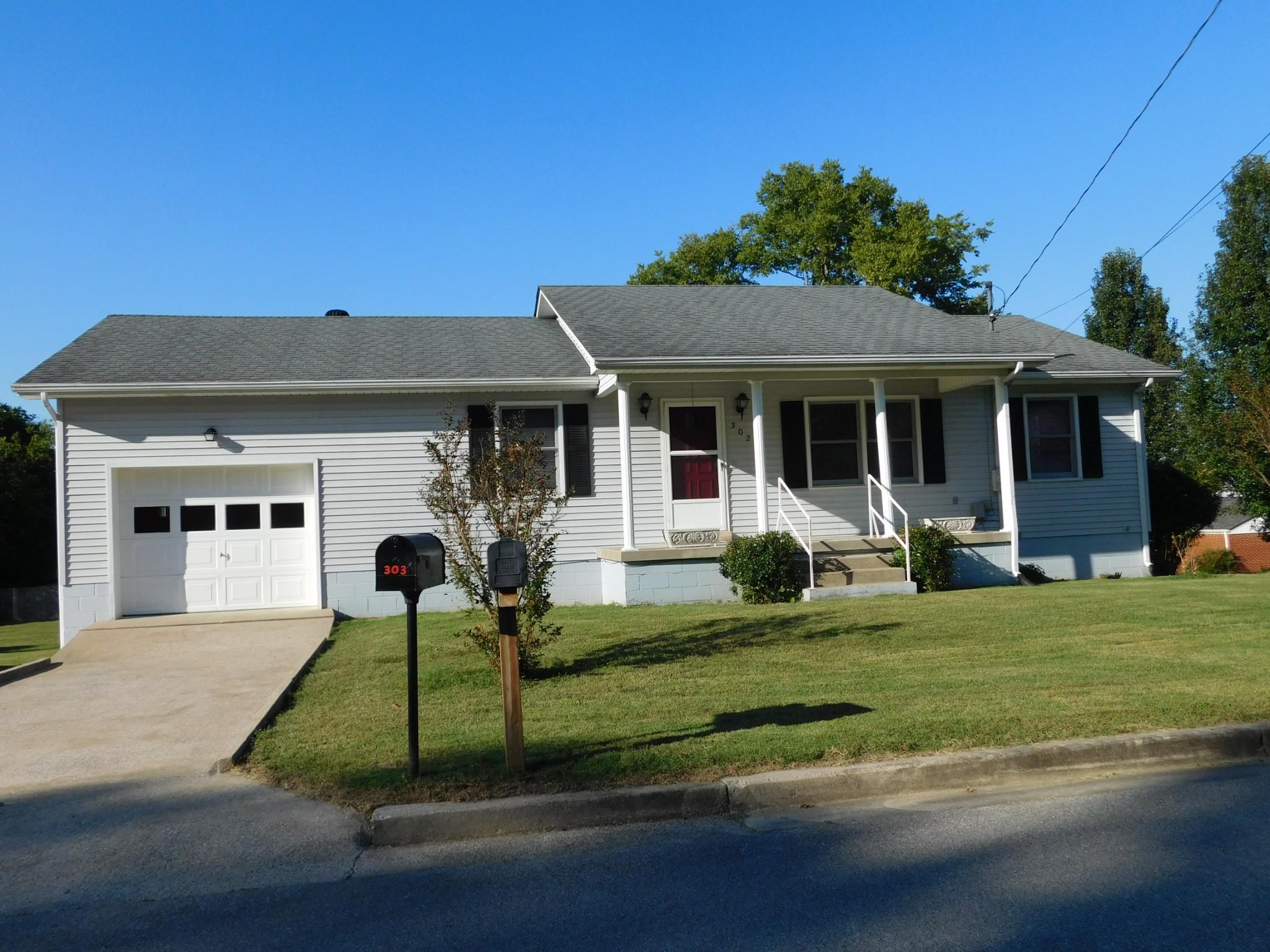 302 Locust St Property Photo - Alexandria, TN real estate listing