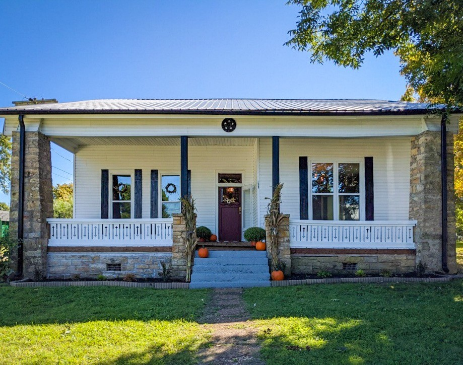 211 Jackson St Property Photo - White Bluff, TN real estate listing