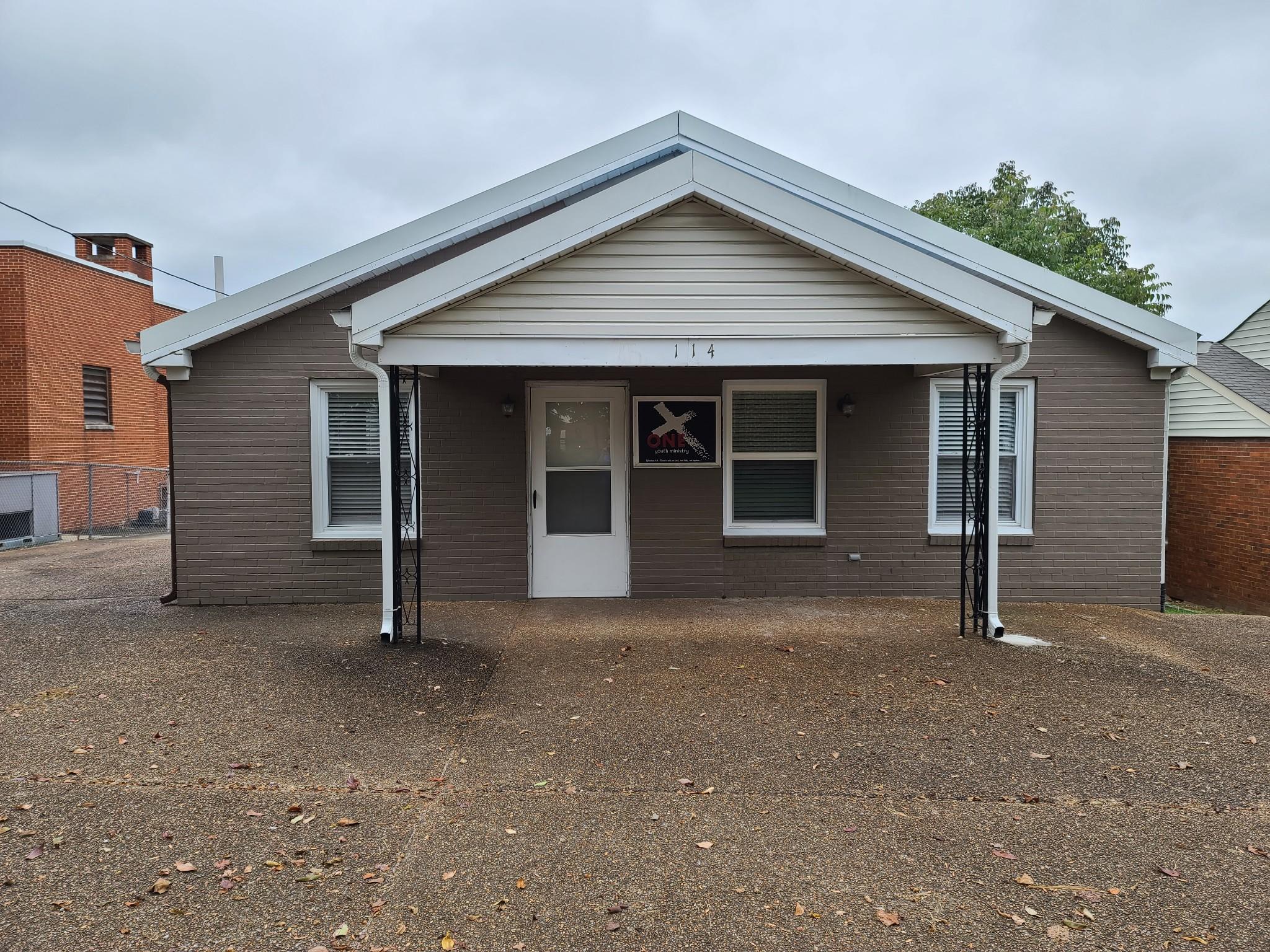 114 Locust Ave S Property Photo