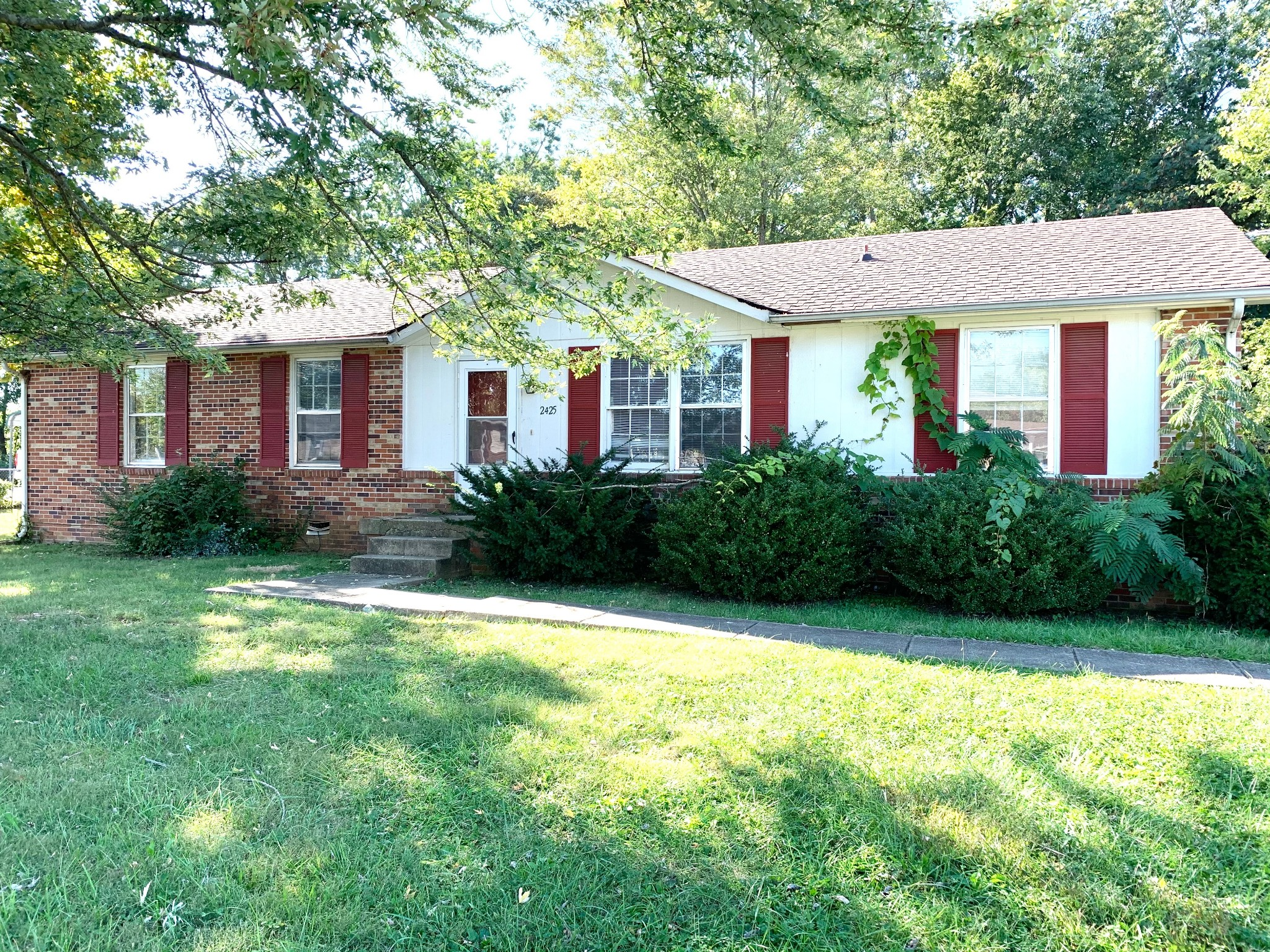 2425 Pendleton Dr Property Photo - Clarksville, TN real estate listing