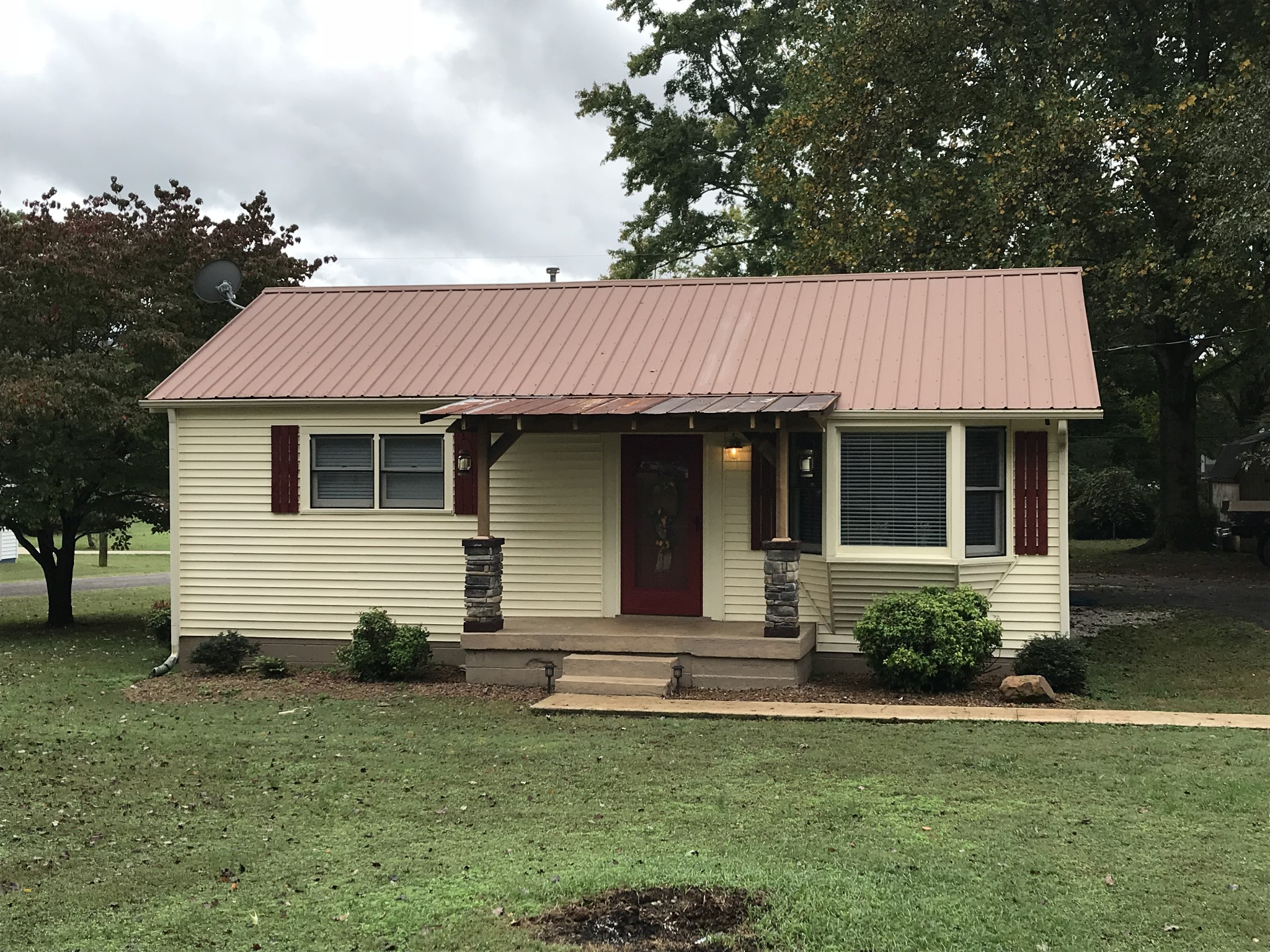 207 Hines St Property Photo - Cowan, TN real estate listing