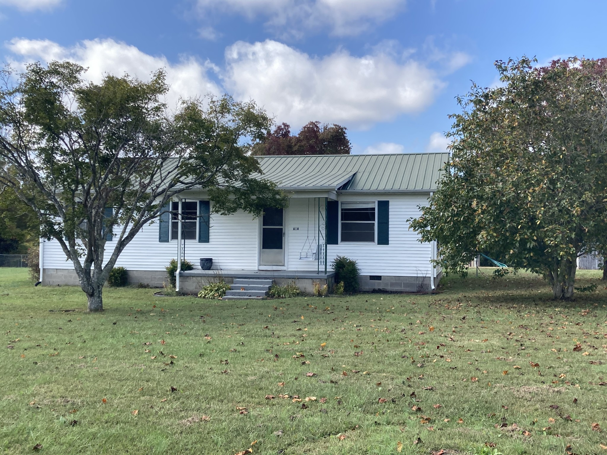 614 Carthage Rd Property Photo - Red Boiling Springs, TN real estate listing