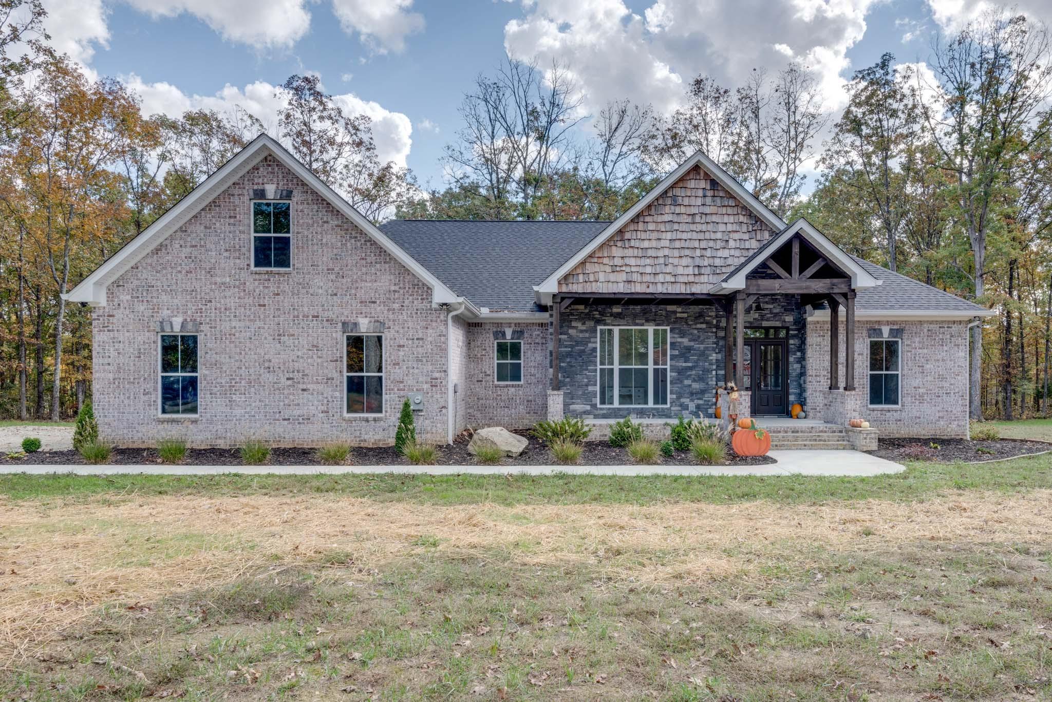 5455 Old Nashville Hwy Property Photo - MC EWEN, TN real estate listing