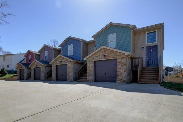 1719 Thistlewood Dr #D Property Photo - Clarksville, TN real estate listing