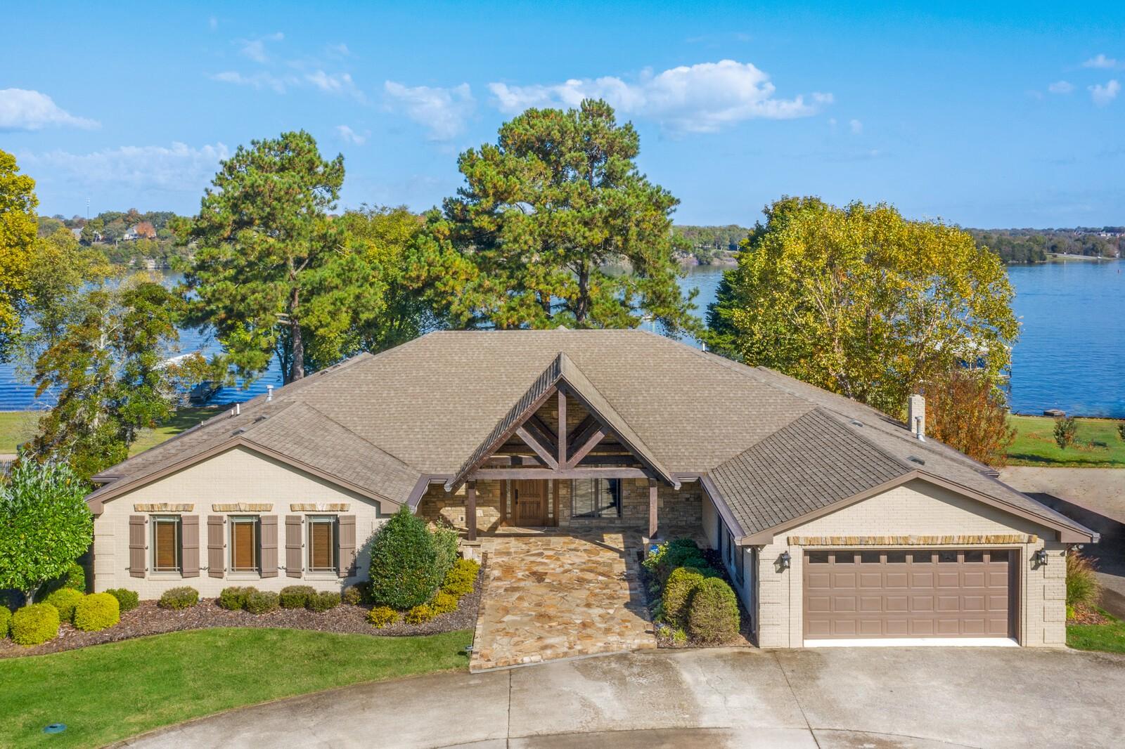 227 Lakeview Circle Property Photo