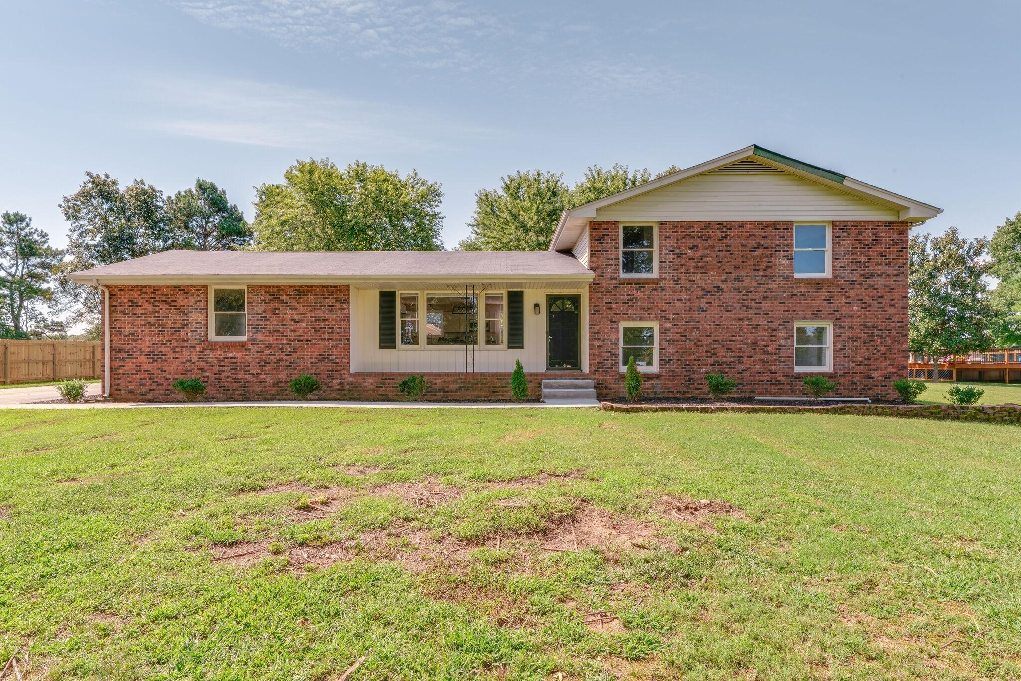 106 Briarwood Dr Property Photo - Greenbrier, TN real estate listing
