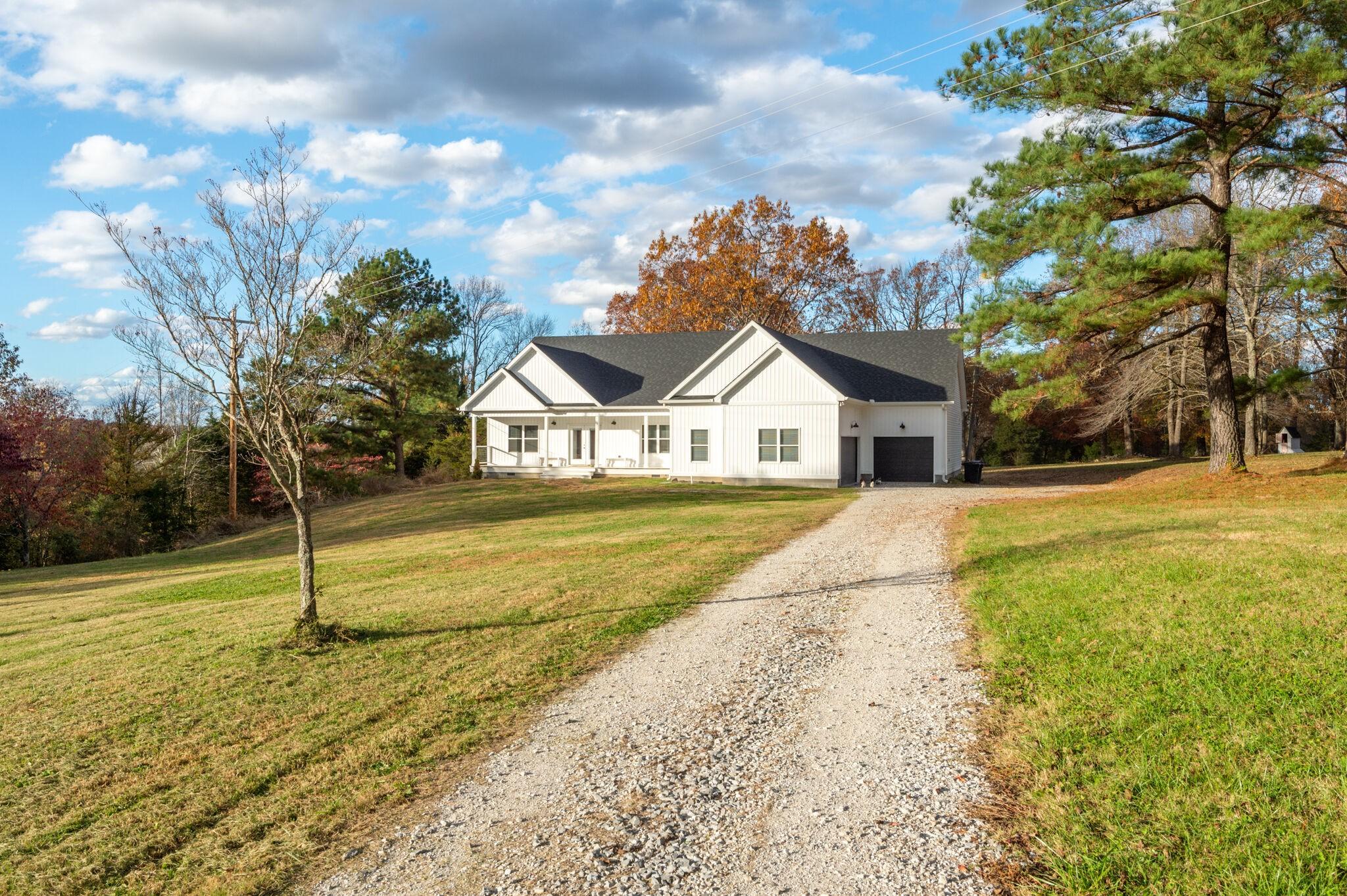 1031 Shelton Rd Property Photo - Charlotte, TN real estate listing