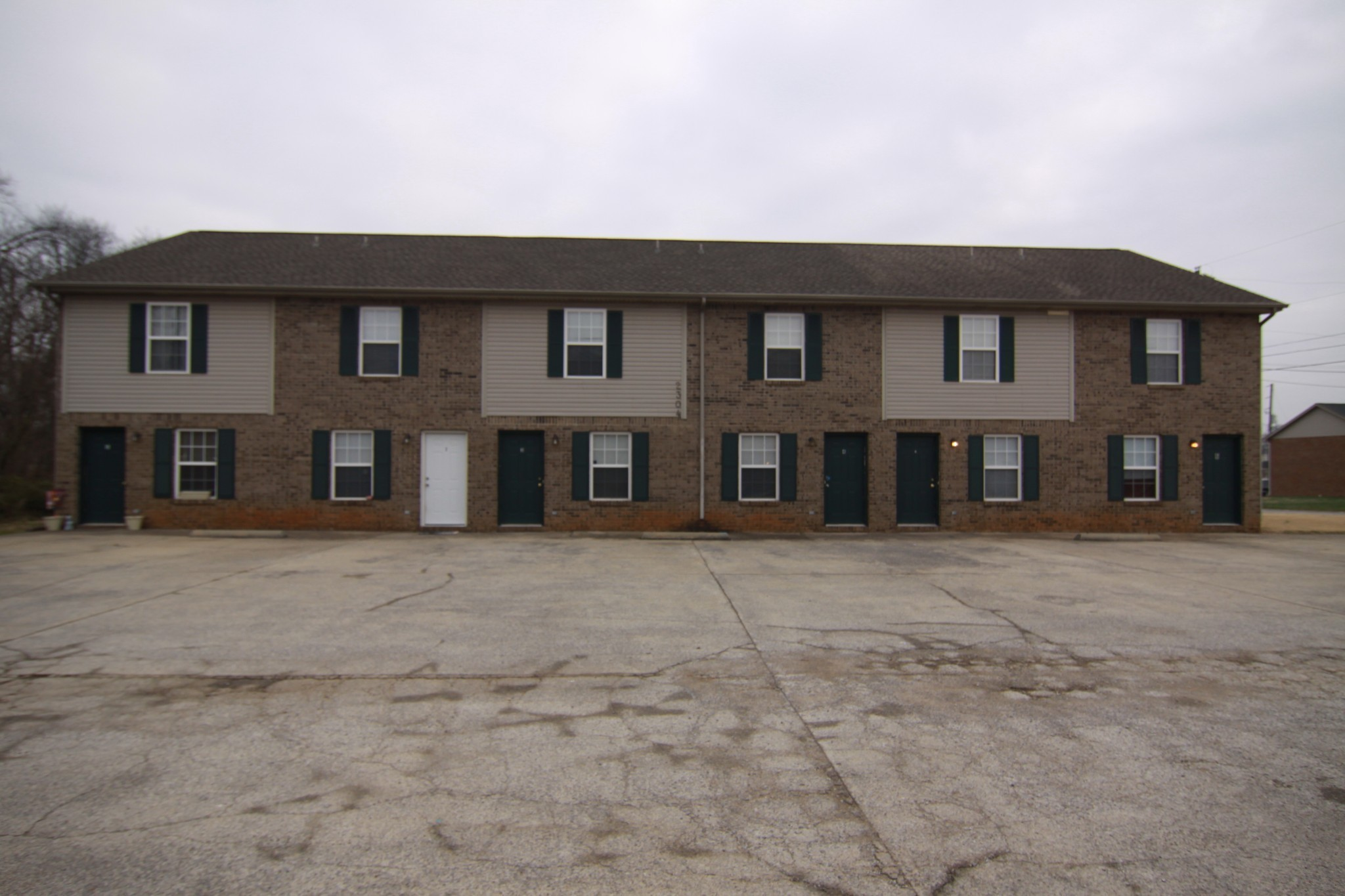 2304 Raleigh Court Property Photo - Clarksville, TN real estate listing