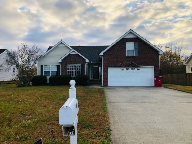 3825 Roscommon Way Property Photo - Clarksville, TN real estate listing