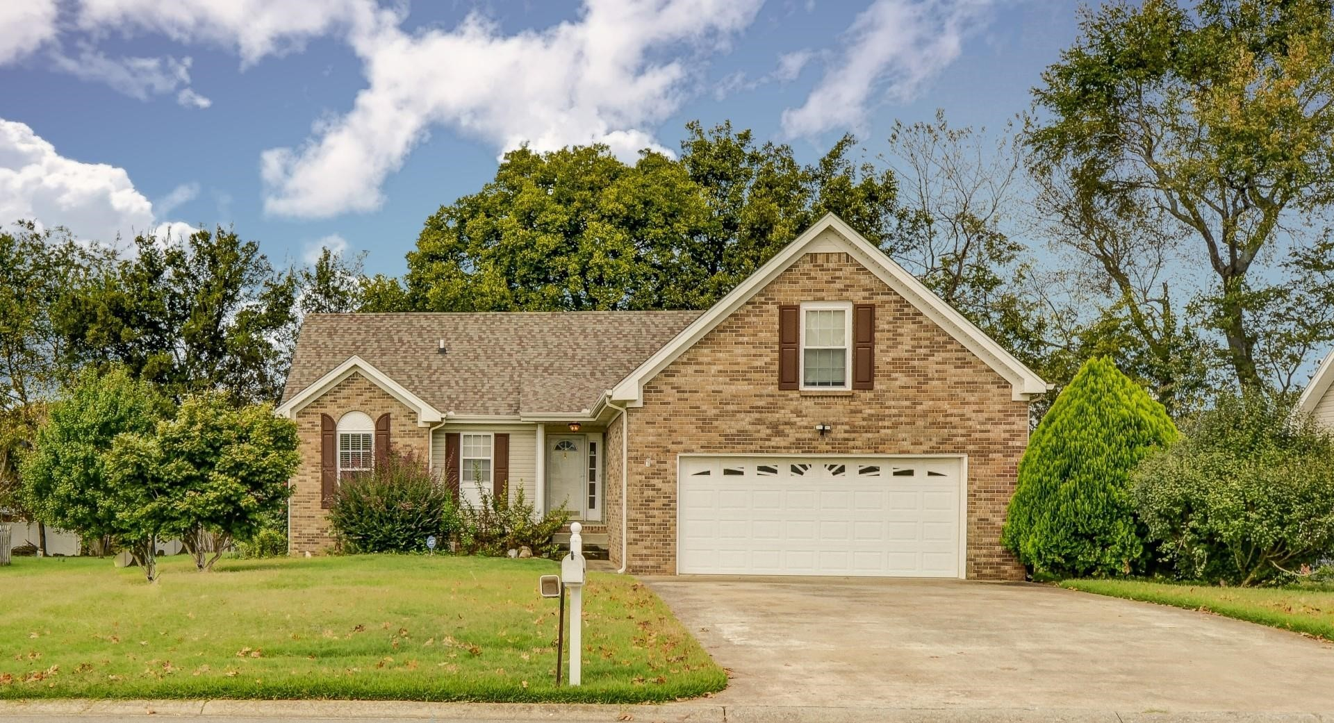 1165 Connemara Way Property Photo - Clarksville, TN real estate listing