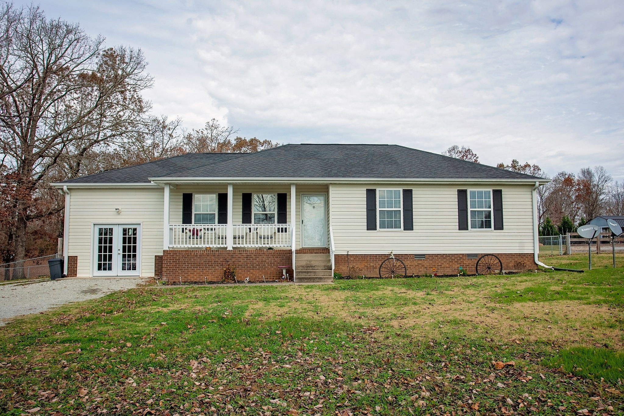 1063 Lewis Rd Property Photo - Burns, TN real estate listing