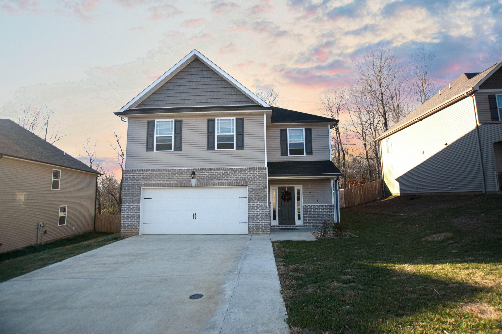 1016 Black Oak Cir Property Photo - Clarksville, TN real estate listing