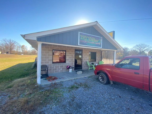 2235 S Main St Property Photo - Tennessee Ridge, TN real estate listing