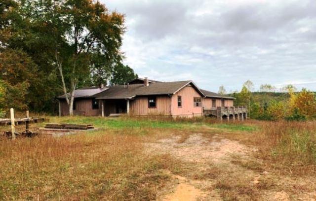 199 Toll Hollow Rd Property Photo - Waynesboro, TN real estate listing