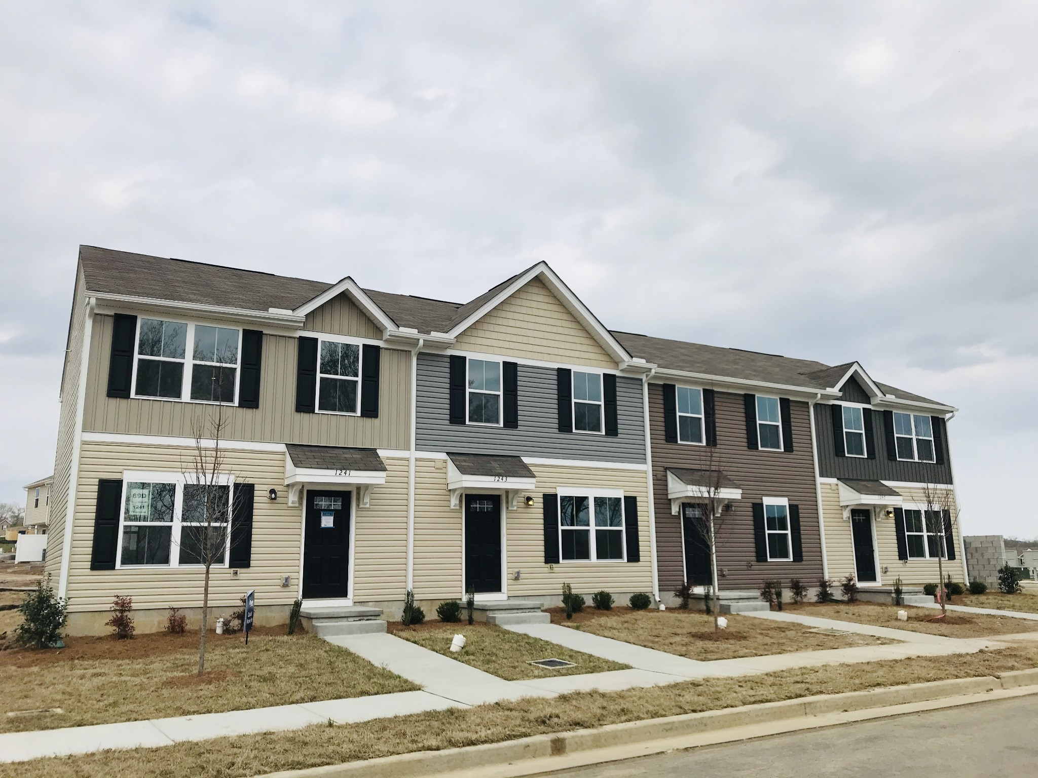 Belle Arbor Townhomes Real Estate Listings Main Image