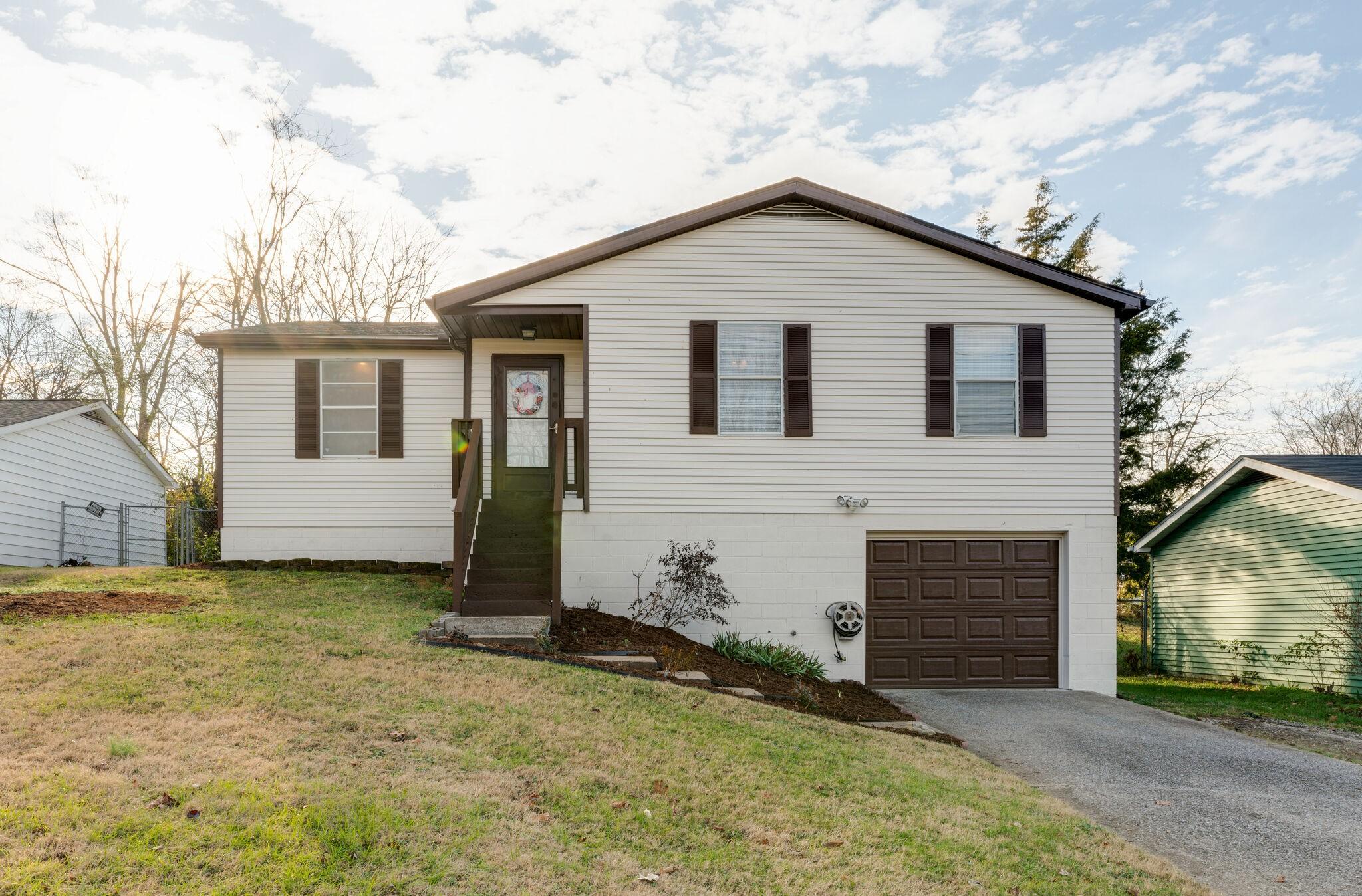 1032 Cheyenne Blvd Property Photo - Madison, TN real estate listing