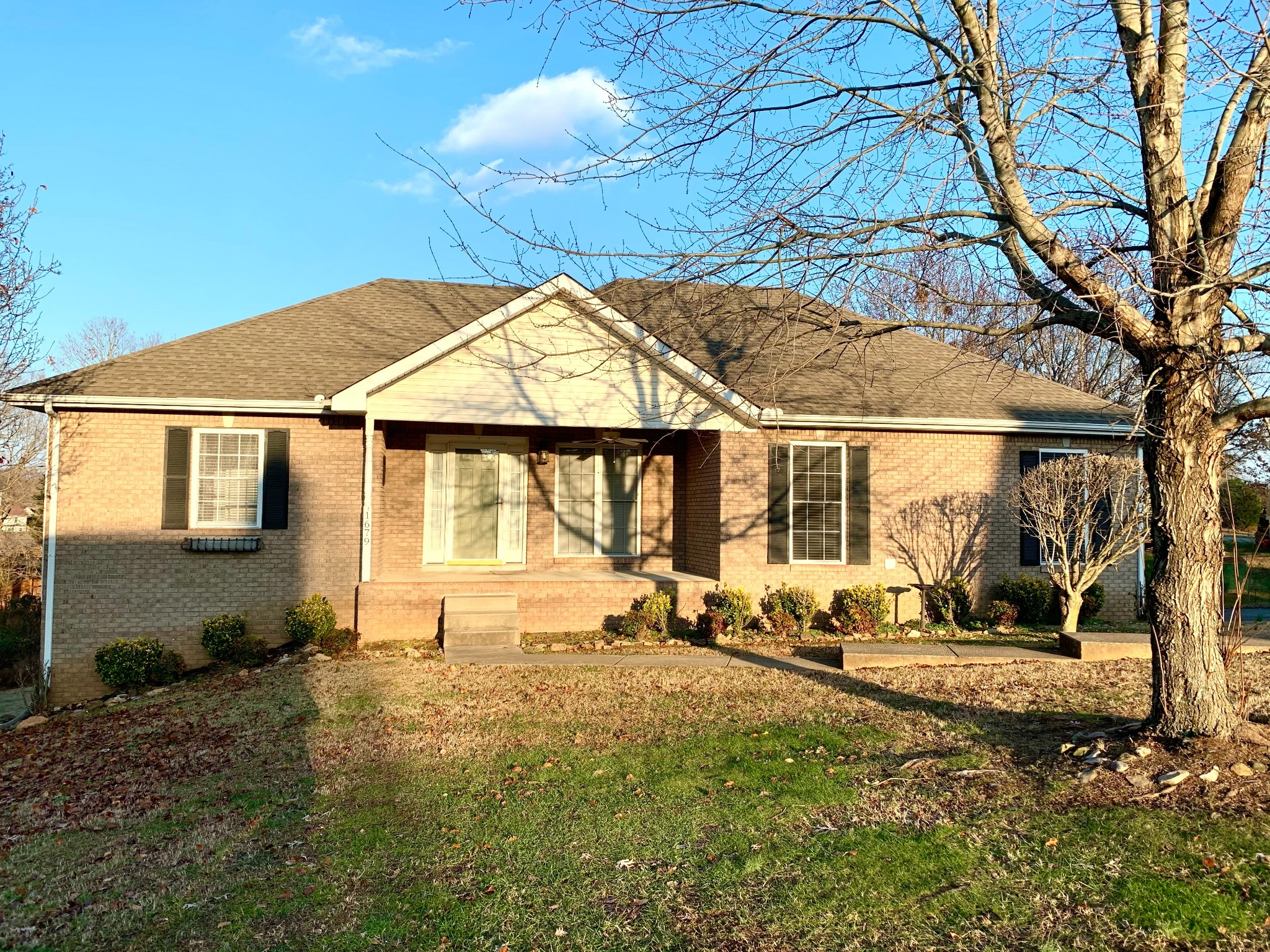 1679 Barrywood Cir E Property Photo - Clarksville, TN real estate listing