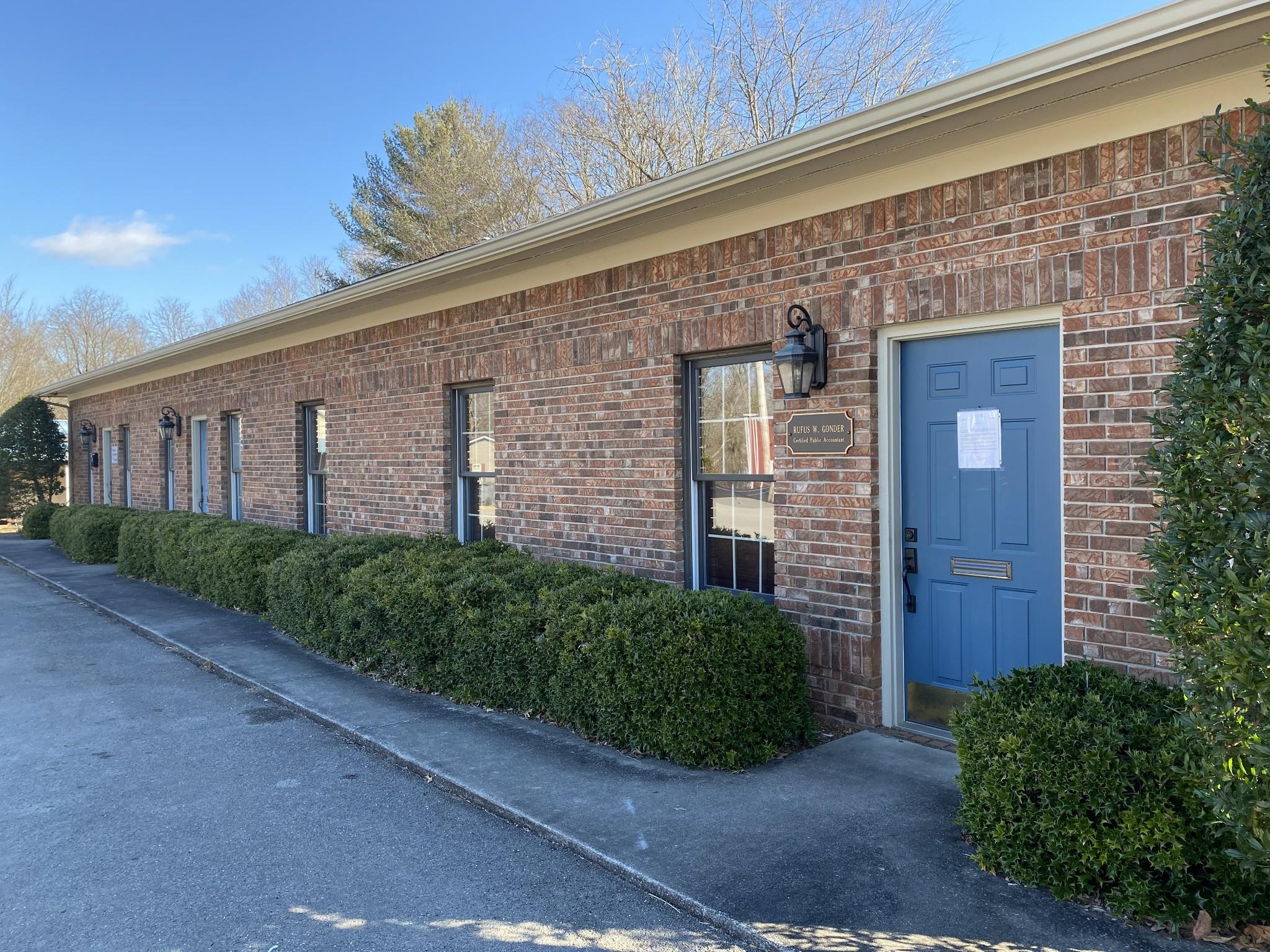 100 Center St Property Photo
