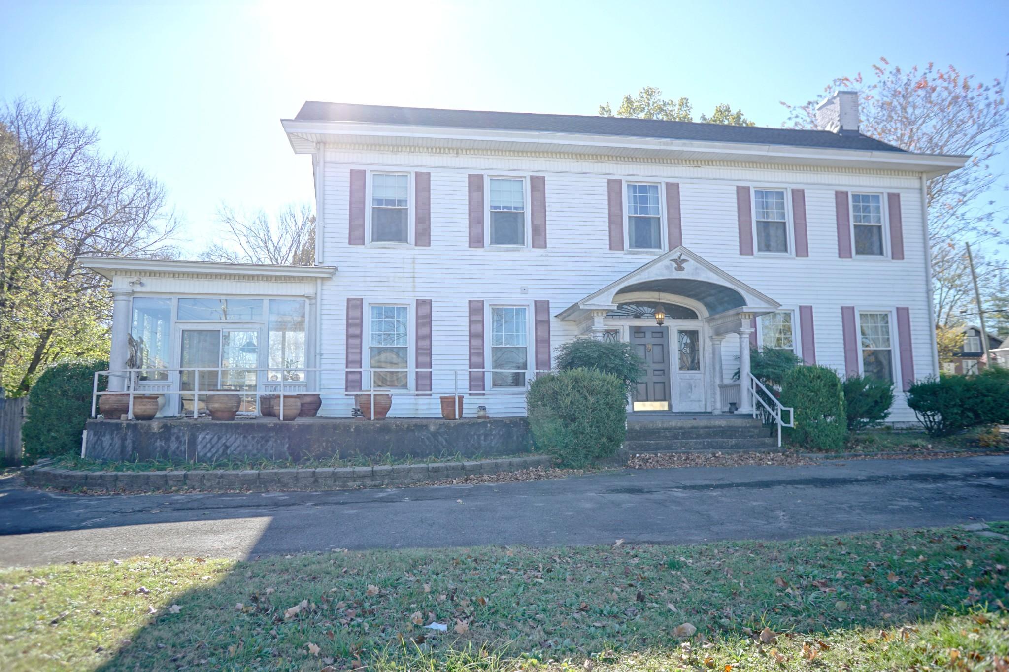622 W Main St Property Photo