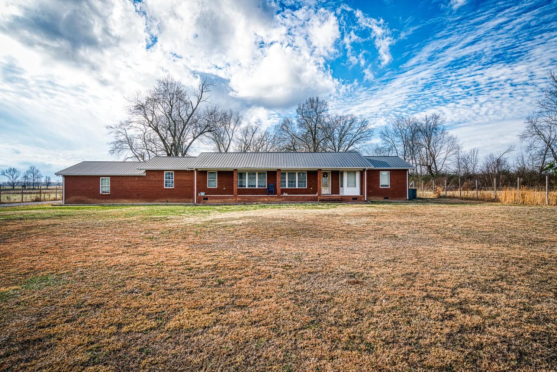 10342 Jim Cummings Hwy Property Photo - Bradyville, TN real estate listing