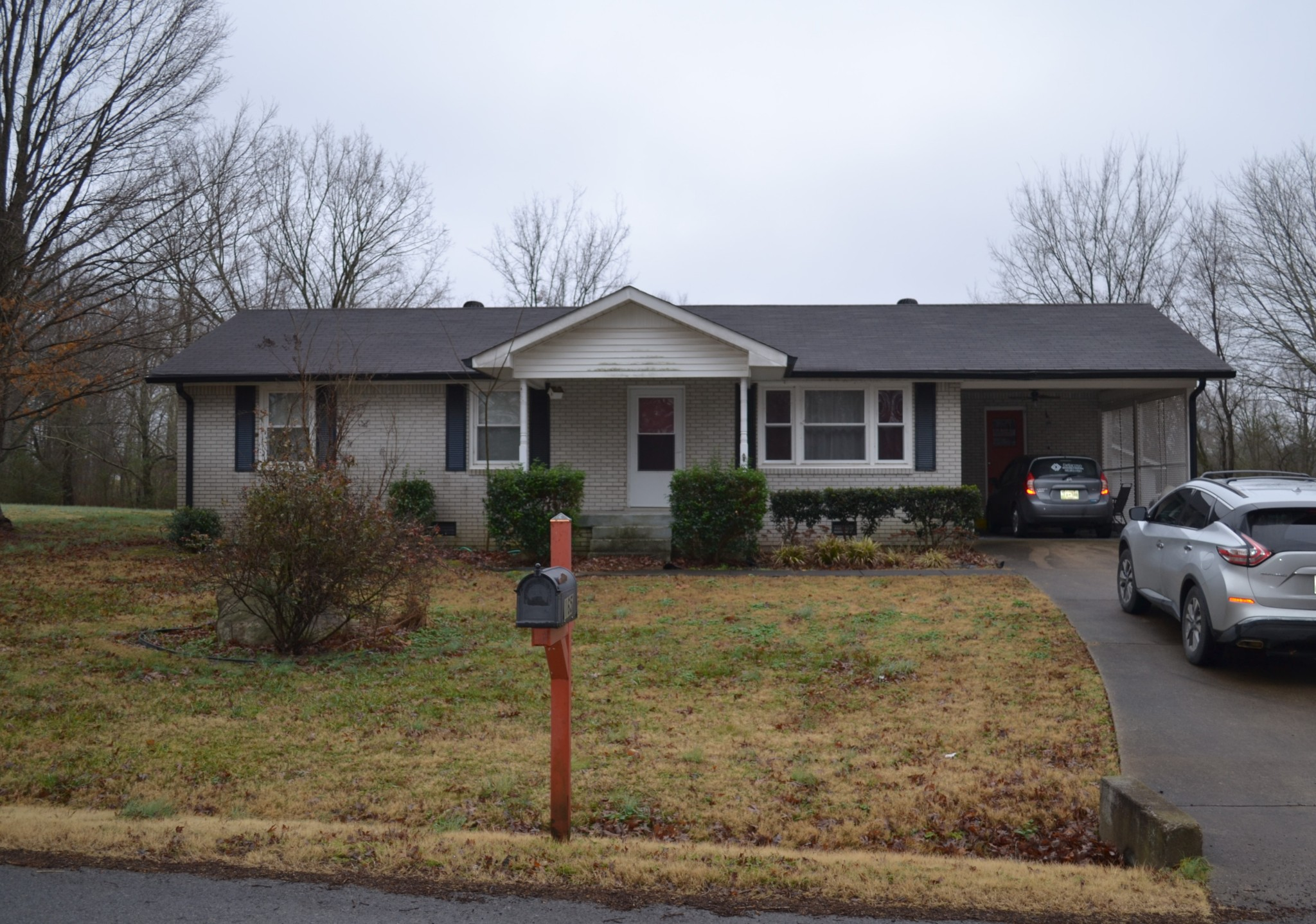 165 Lakeview Cir Property Photo - Tennessee Ridge, TN real estate listing