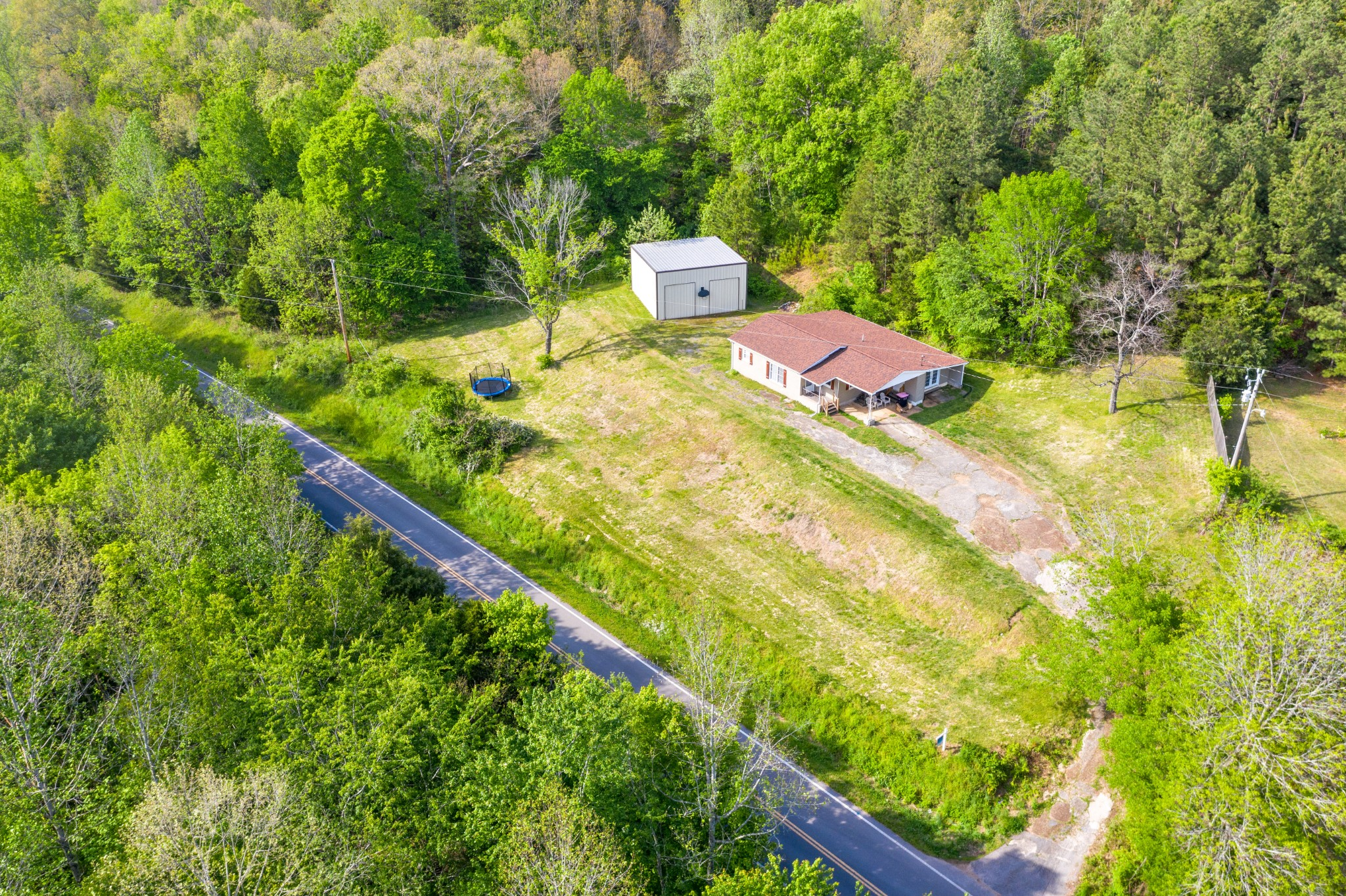 5775 Bryant Hollow Rd Property Photo - Cunningham, TN real estate listing