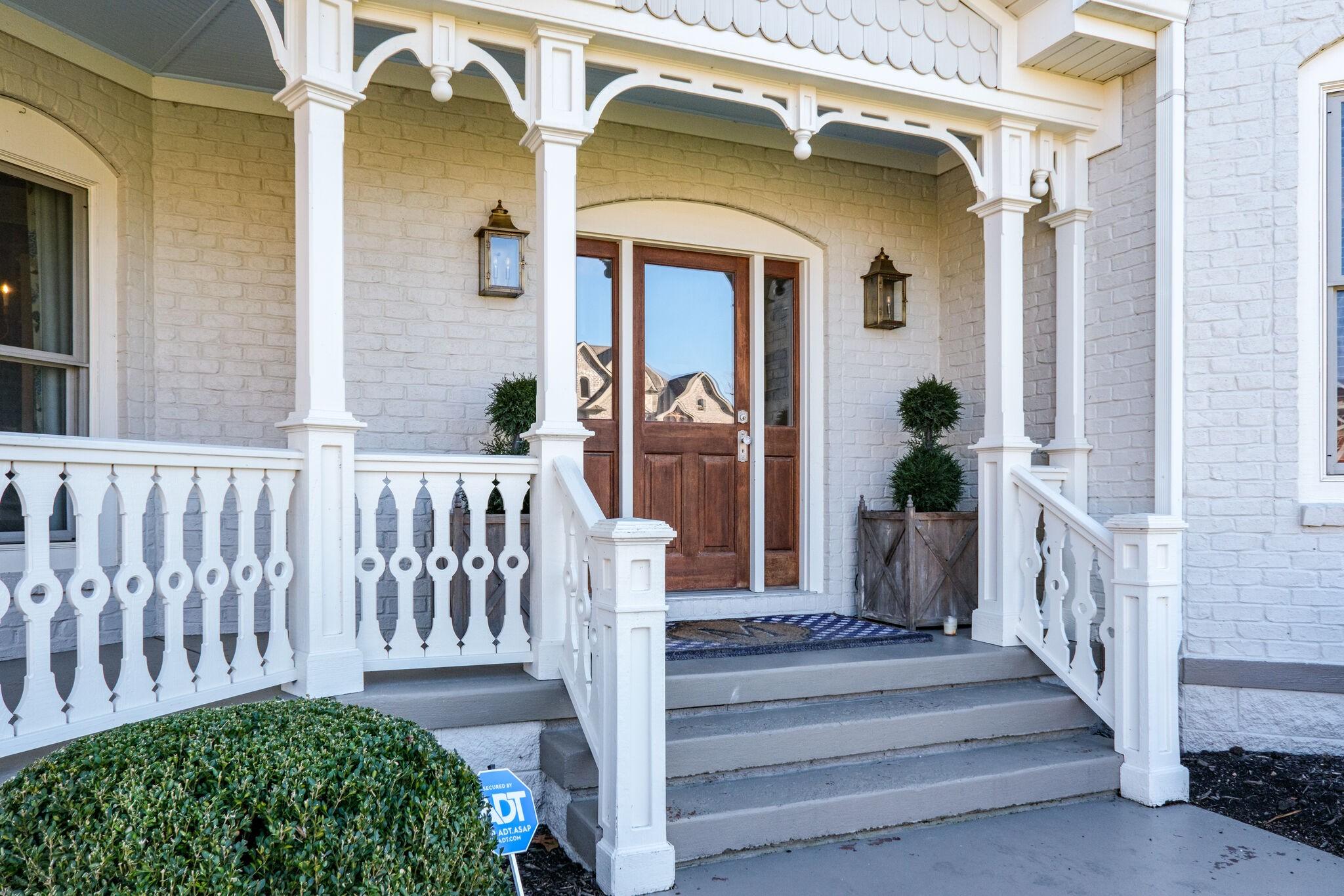 100 Oakmont Pl Property Photo