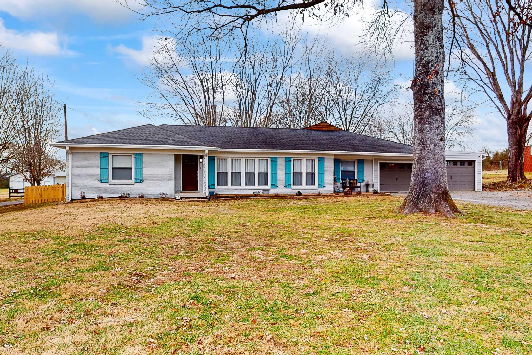 205 Dobbins Pike Property Photo - Gallatin, TN real estate listing