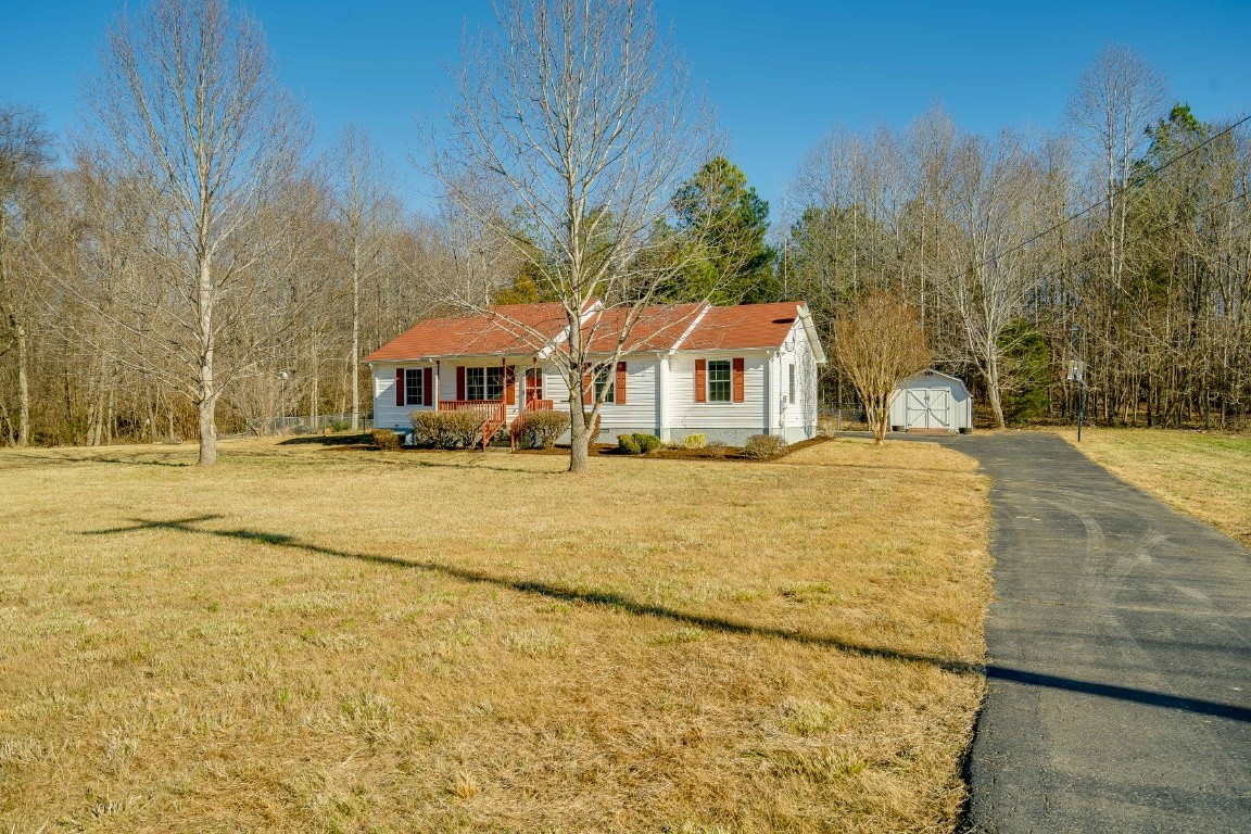 1008 Golden Pond Rd Property Photo - Chapmansboro, TN real estate listing