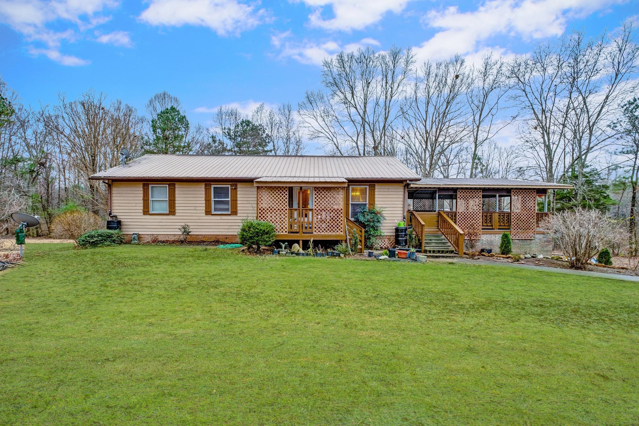 9079 E Oak Dr Property Photo - Bon Aqua, TN real estate listing