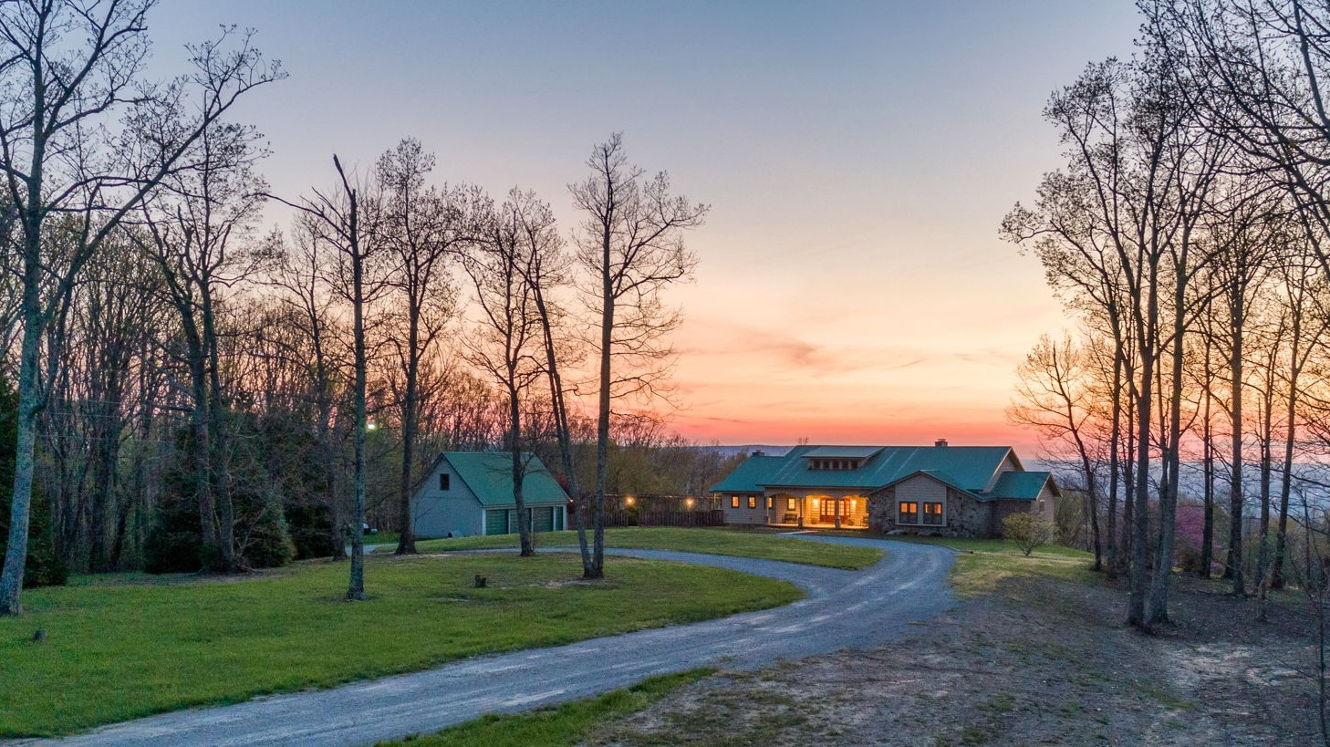 576 Bluff Line Dr Property Photo - Mc Minnville, TN real estate listing