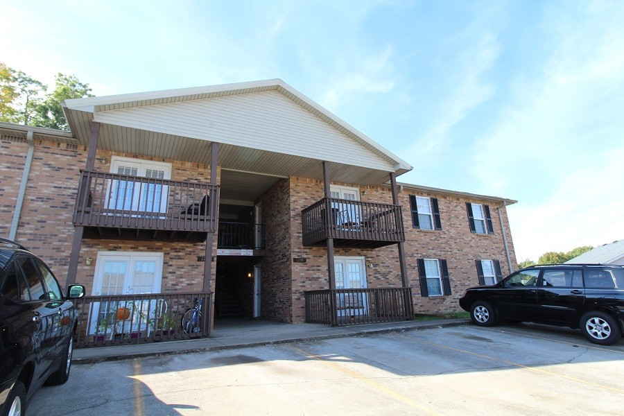 1233 Parkway Place Unit D Property Photo - Clarksville, TN real estate listing