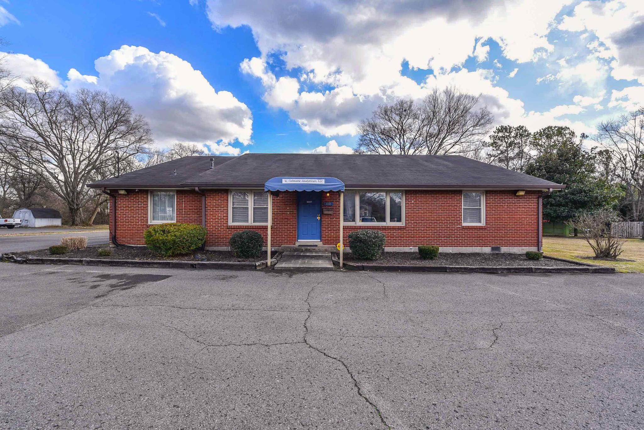 812 Meadowlark Ln Property Photo