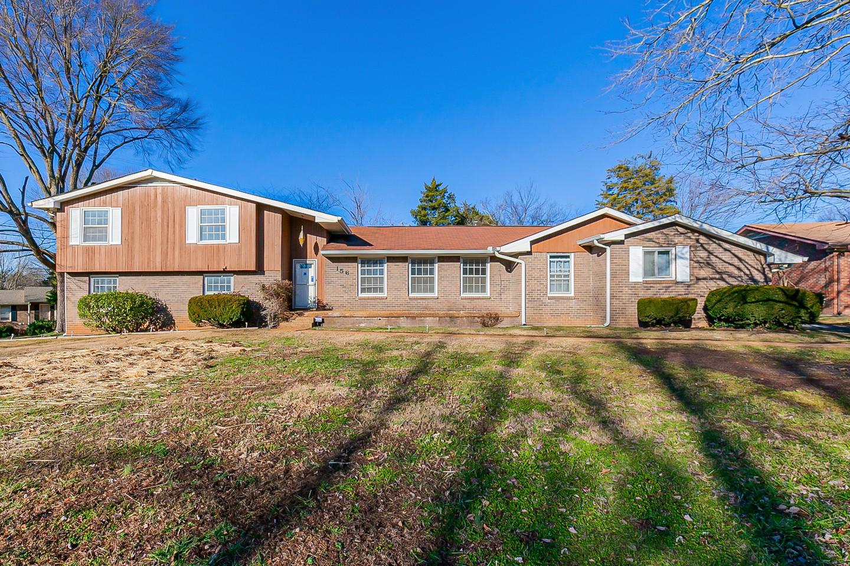 156 Clearlake Dr E Property Photo - Nashville, TN real estate listing
