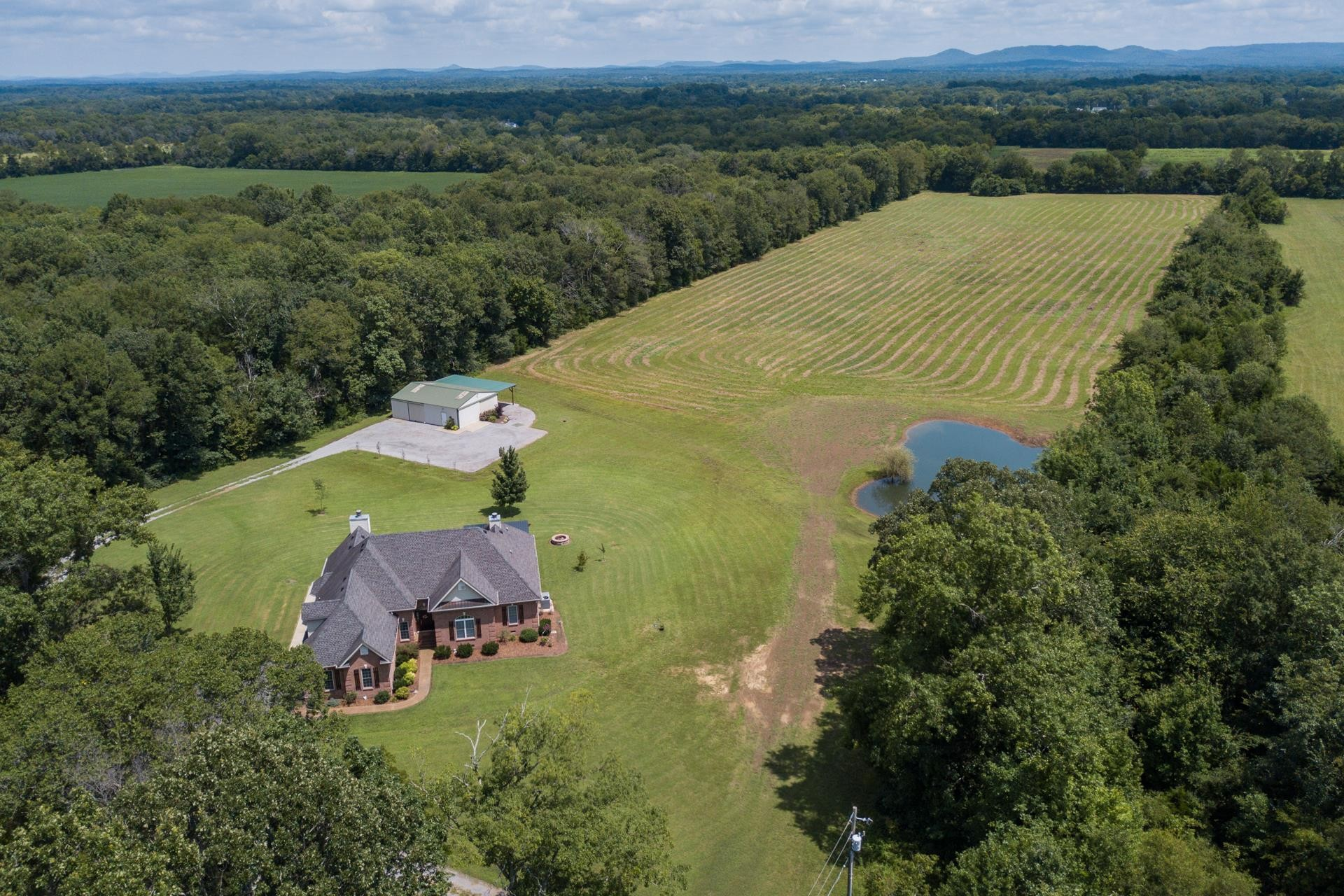 1831 Golden Valley Dr Property Photo - Christiana, TN real estate listing