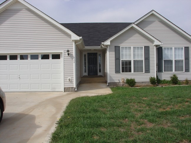 3644 S Jot Dr Property Photo - Clarksville, TN real estate listing