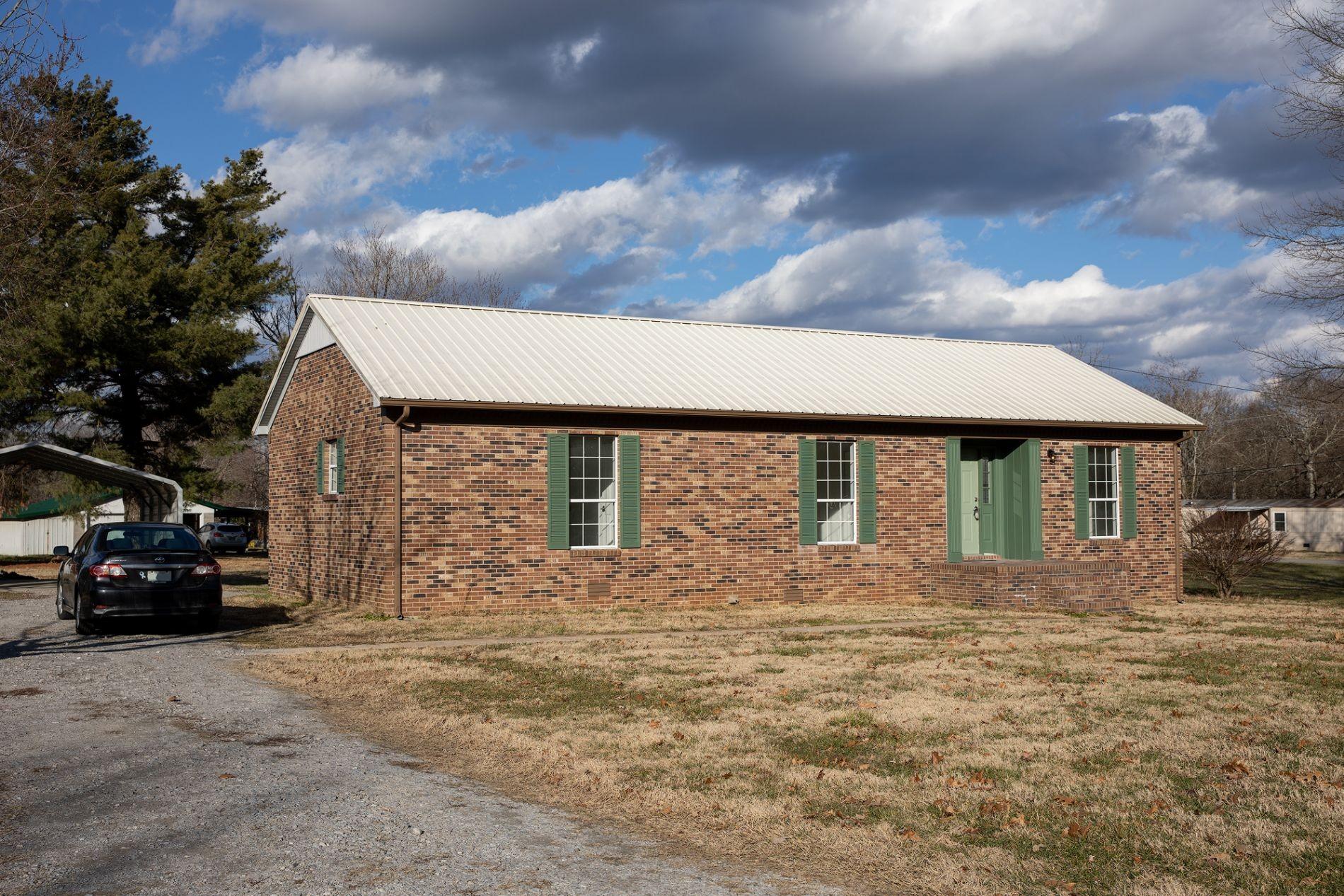 324 Oak St Property Photo - Summertown, TN real estate listing
