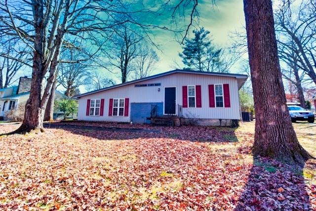 1907 Bel Aire Dr Property Photo - Tullahoma, TN real estate listing