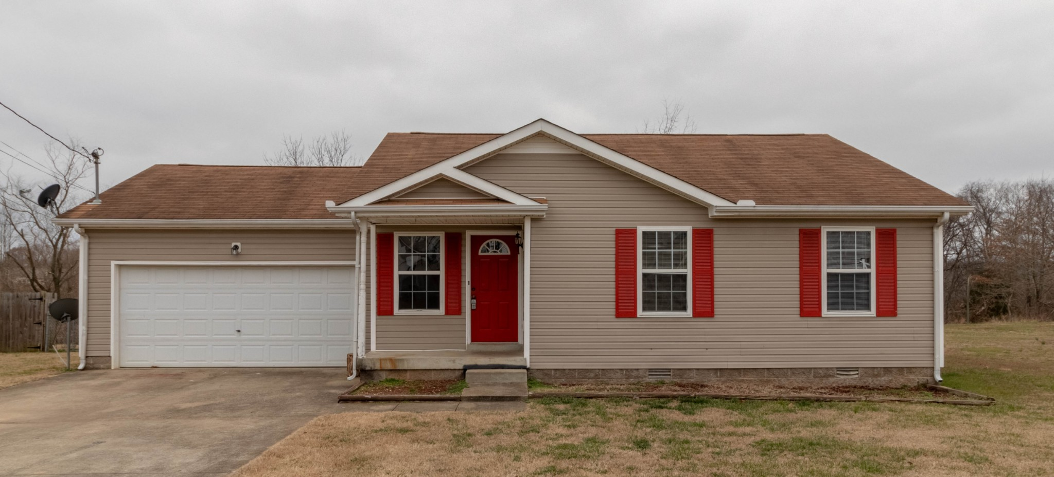 284 Golden Pond Ave Property Photo - Oak Grove, KY real estate listing